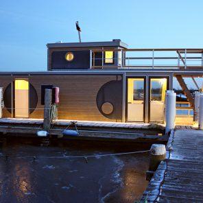 Under Dock Hausboot