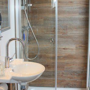 Under Dock Hausboot Bad mit Dusche