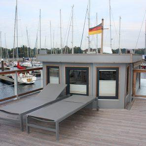 Under Dock Hausboot Oberdeck